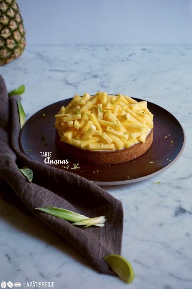 Exotische Tarte mit frischer Ananas, Kokosnuss und Karamell.