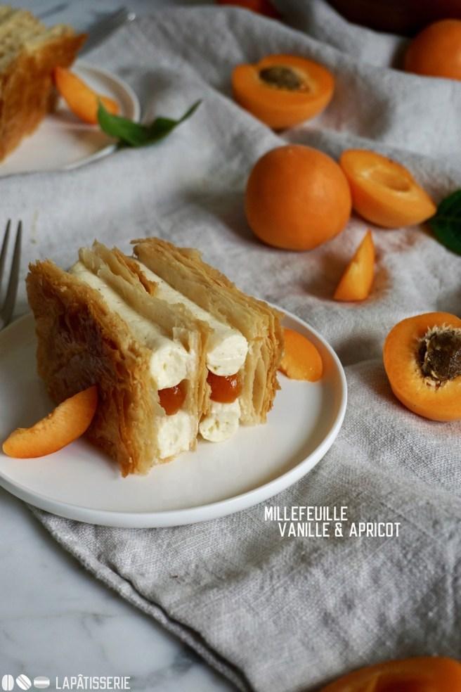 Französisches Millefeuille für den Sommer mit spanischen Aprikosen und Vanille.