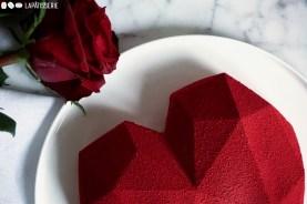 Entremet Tonka - luftige Tonkabohnenmousse mit säuerlichem Kirschkompott und Mandelcrunch