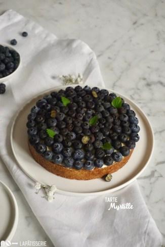 Tarte Myrtille: Feinste Tarte mit gebackener Mandelcreme, luftiger Vanillecreme und feinen Heidelbeeren.