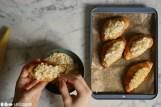 Schritt 6: Croissants in Mandeln wälzen
