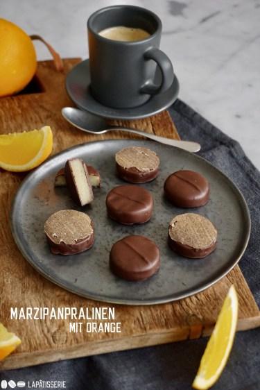 Feinste Marzipanpralinen mit Orange umhüllt von dunkler Schokolade - Perfekt zum Naschen, als Geschenk oder Mitbringsel.