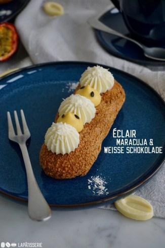 Feine französische Eclairs gefüllt mit fruchtiger Maracujacreme, luftiger weißer Schokoladenmousse und säuerlichem Maracujagel.
