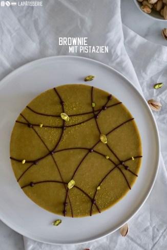 Leckerer Brownie mit vielen Pistazien und einer cremigen Pistazienganache - Super lecker und einfach in der Zubereitung