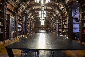 Bibliothèque du campus rémois. Photographie: Joanna Lancashire et Mary Belykh / The Sundial Press