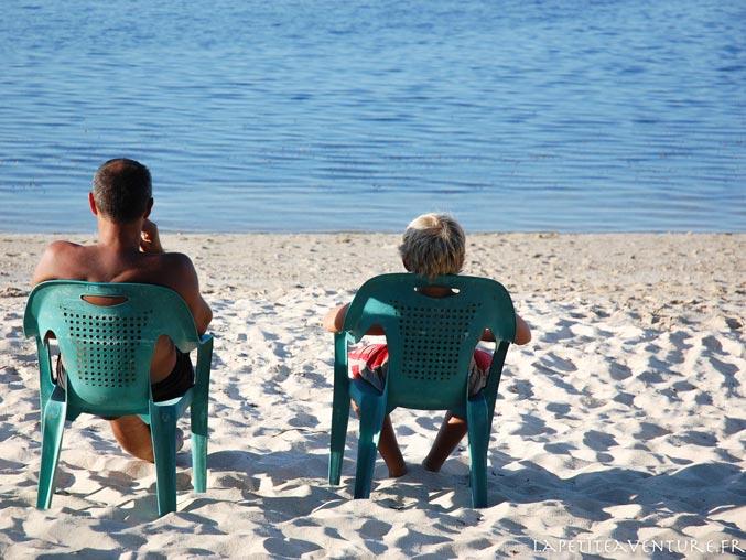 sur la plage de seraya