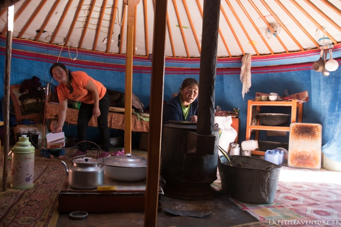 nomades dans la yourte