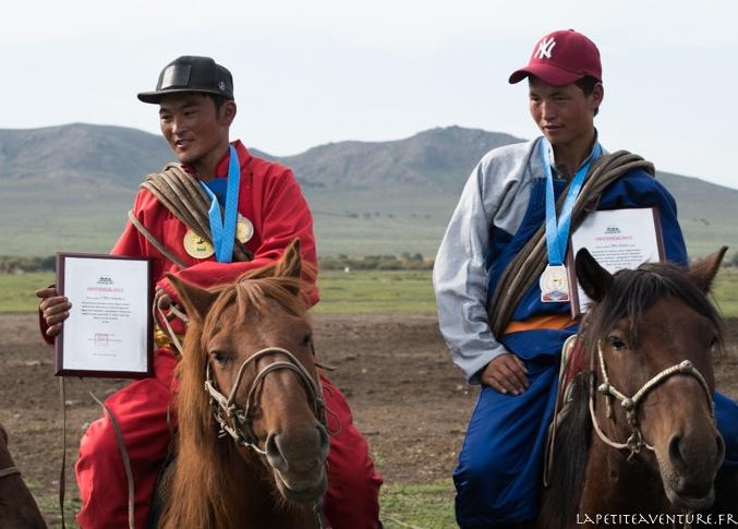 cavaliers dans les steppes