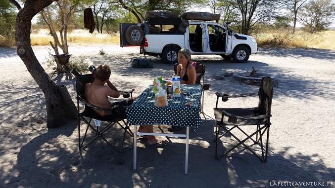 Camp du 4x4 dans le Kalahari