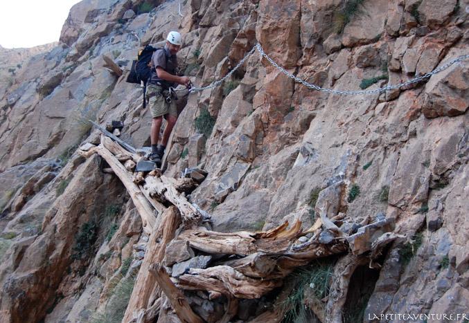 Passage délicat dans le canyon de Taghia