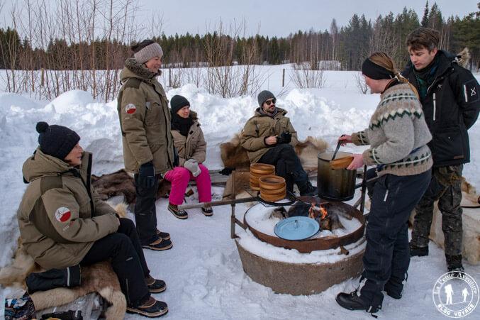 Déjeuner dehors en Laponie