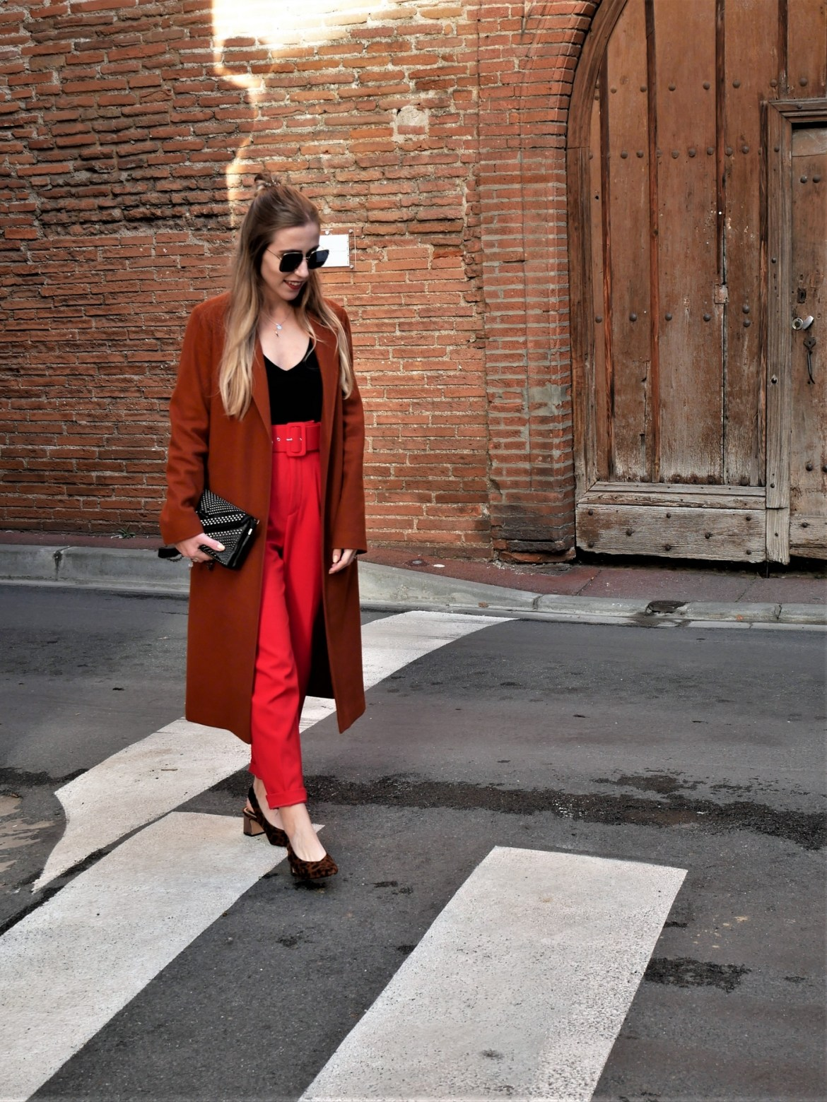 Look manteau long et escarpins léopard - La Petite Frenchie