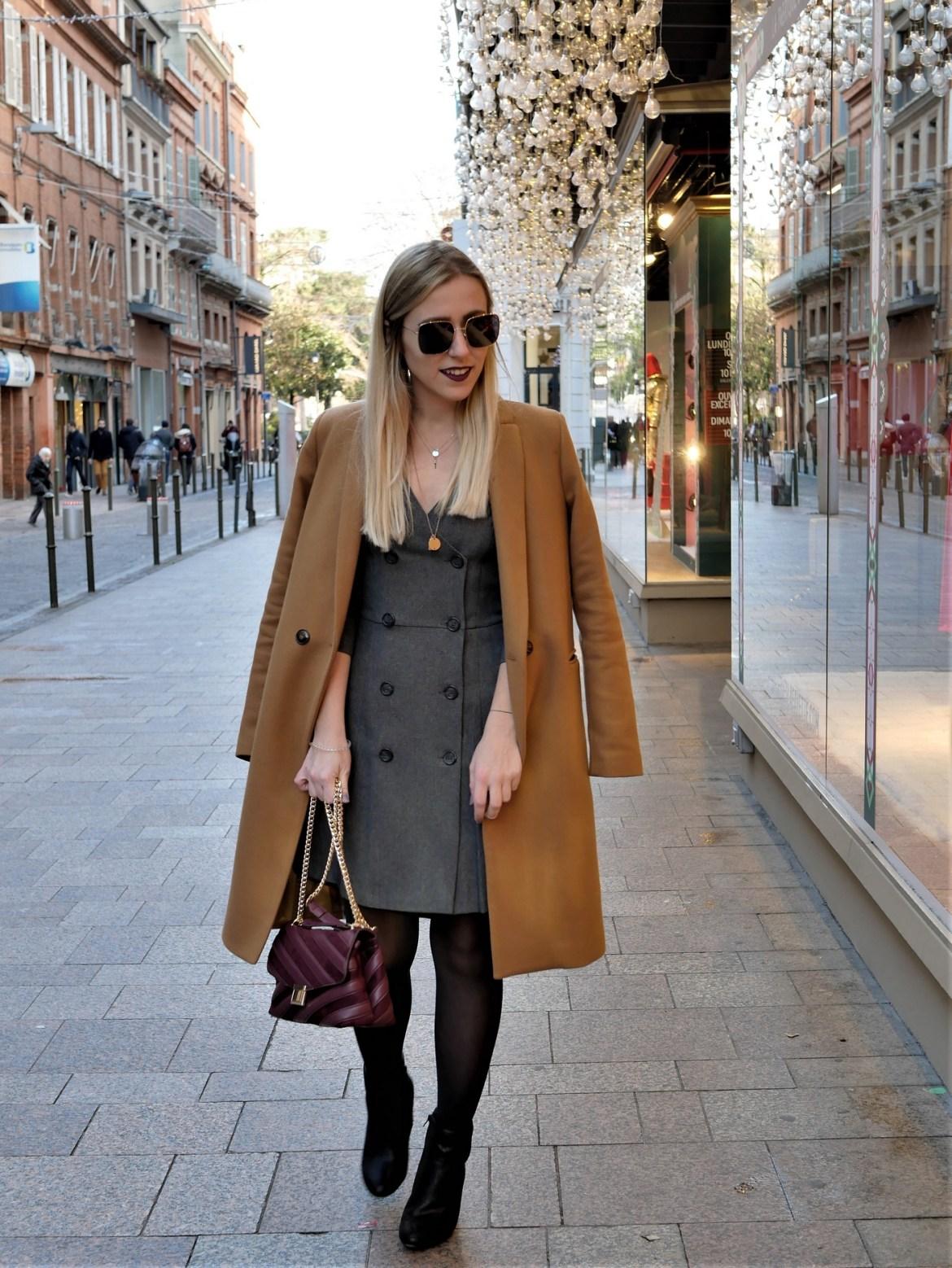 Look robe portefeuille et manteau redingote - La Petite Frenchie
