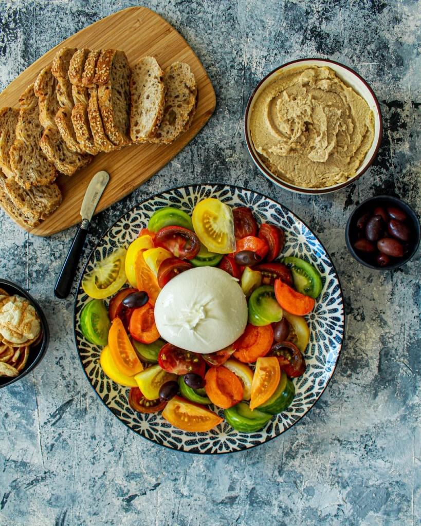 Pour un effet wouah lors de vos prochains apéros : l'assiette de burrata sucrée salée