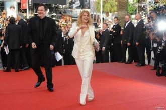 Mélanie Laurent porte le veston sur le red carpet du festival de Cannes en mai 2009.