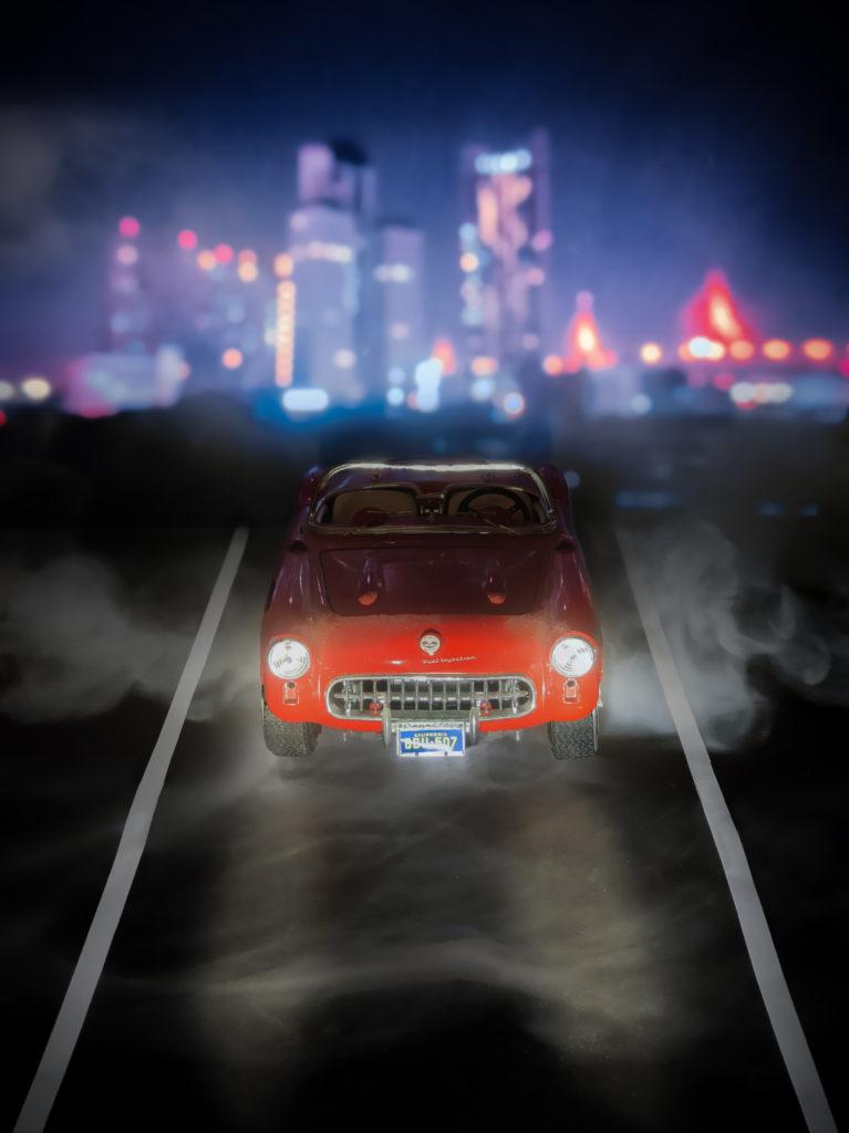 Photo créative d'une mini voiture dans un environnement urbain - Rester créatif à la maison
