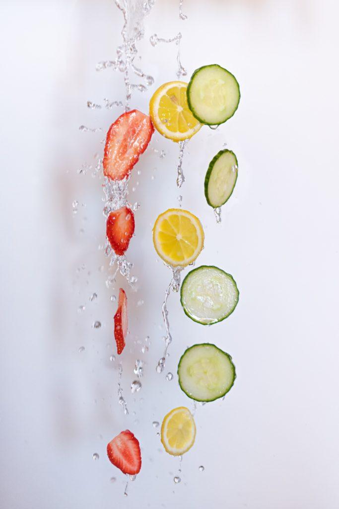 Photo créative de rondelles de fruits capturés dans leur chute - Rester créatif à la maison