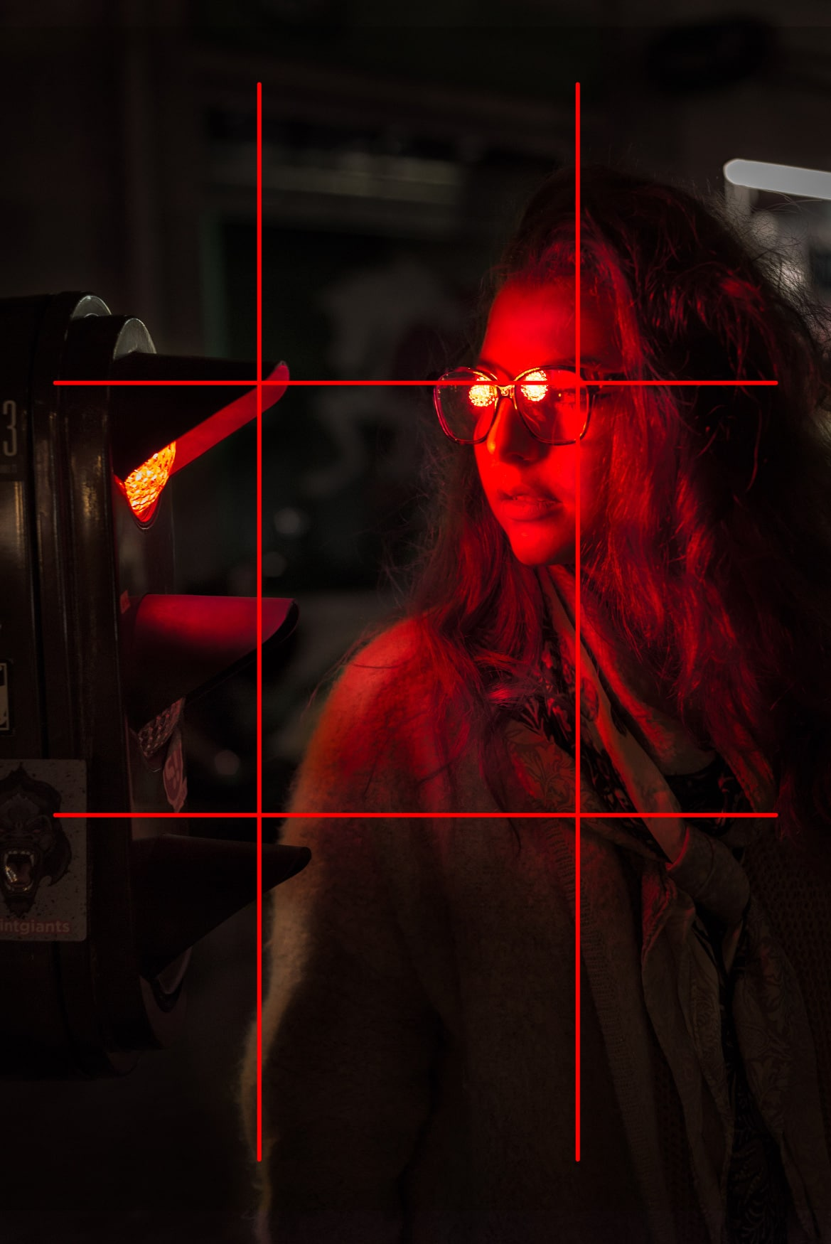 """Portrait de femme street - Image illustrant l'article """"Travailler la composition avec la règle des tiers"""" - La Photo clic par clic"""