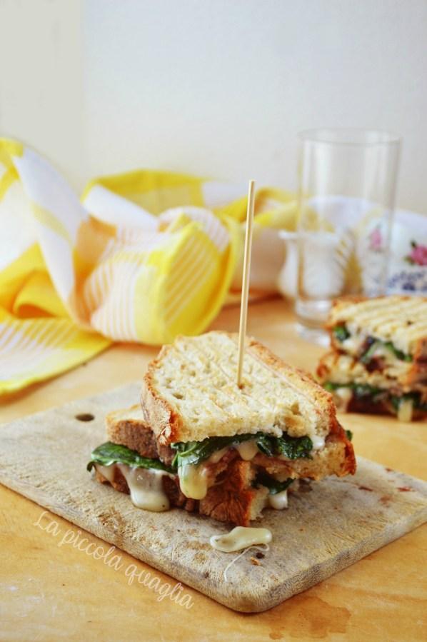 I menù fuori casa: panino con marmellata di ciliegie, spinaci e formaggio brie