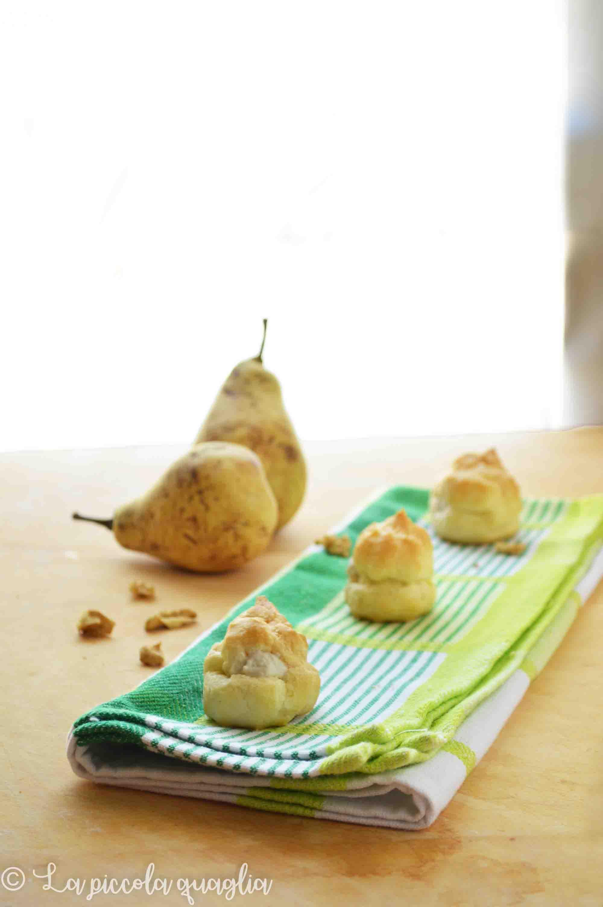 Bignè pera e gorgonzola