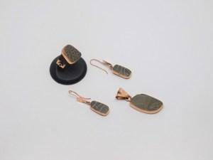 Set: Anillo, Arete y Dije realizado en cobre y cerámica Mata Ortiz. Pídalo con la clave SetCMOC/019. PIEZA ÚNICA