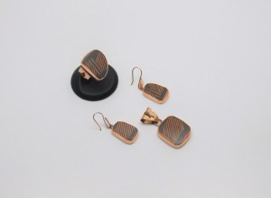 Set: Anillo, Arete y Dije realizado con metal cobre y detalle en Cerámica Mata Ortíz pídalo con la clave SetCMOC/018