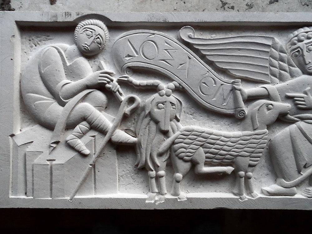partie gauche d'un bas-relief en pierre de Lens représentant l'annonce aux bergers.