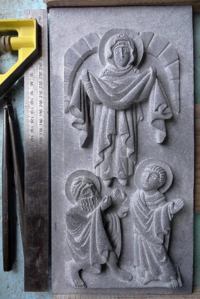 Bas-relief en pierre serpentine représentant la protection de la mère de Dieu