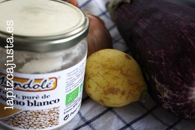 Tahini, limón, berenjena y cebolla para la receta hummus de berenjena