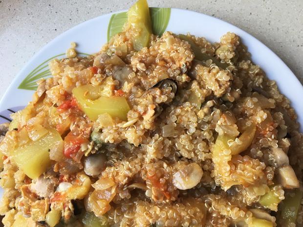 ración para 3-4 personas de quinoa con verduras al escabeche