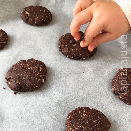colocar las chips en las galletas antes de hornear