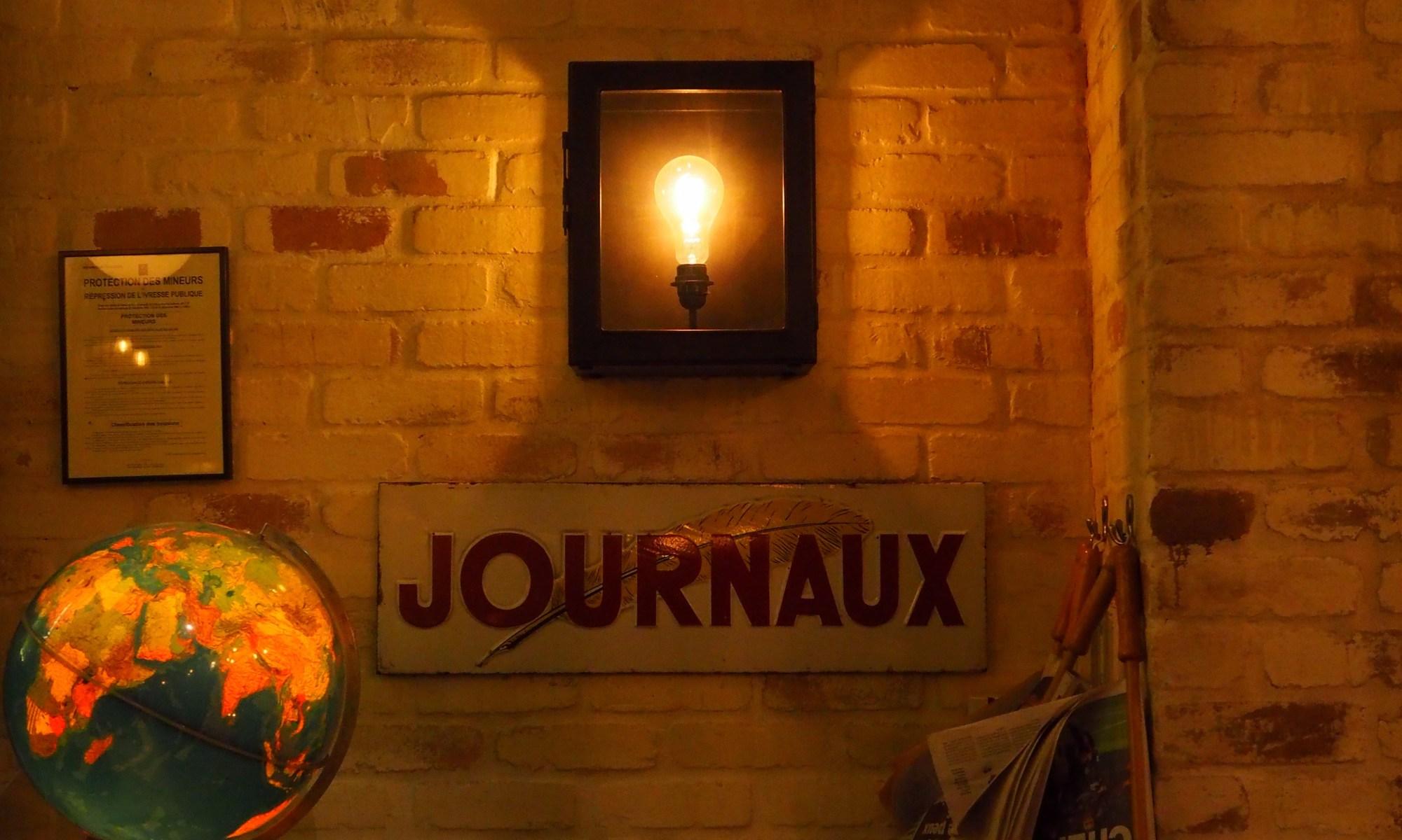 Journaux, salle de restaurant, La Place, Neuilly