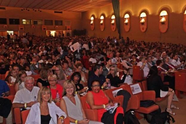 1200 spectateurs chauffés à blanc.