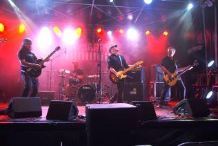 """Le groupe orléanais """"La Jarry"""" ont joué un registre rock plus conventionnel et apprécié du public."""