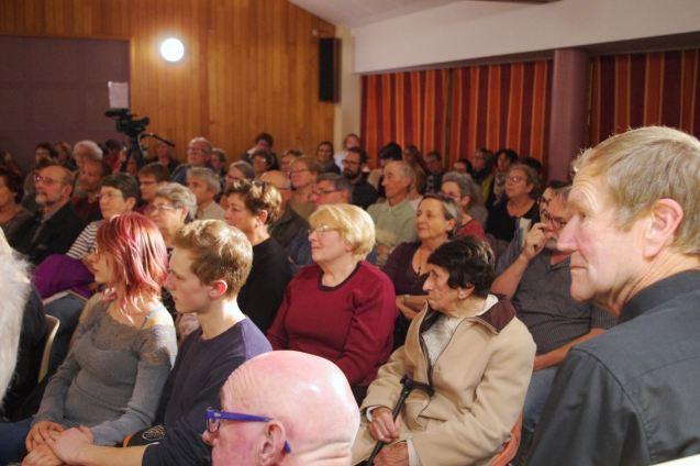 """Salle comble à Thuillières pour le spectacle proposé par la com-com Terre d'Eau, """"Lettres de poilus""""."""
