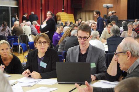 A chaque table, collaborait un animateur et un rapporteur.
