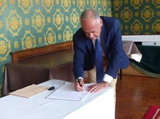 Le député, Jean-Jacques Gaultier, a signé la pétition concernant la suppression du poste de principal adjoint.