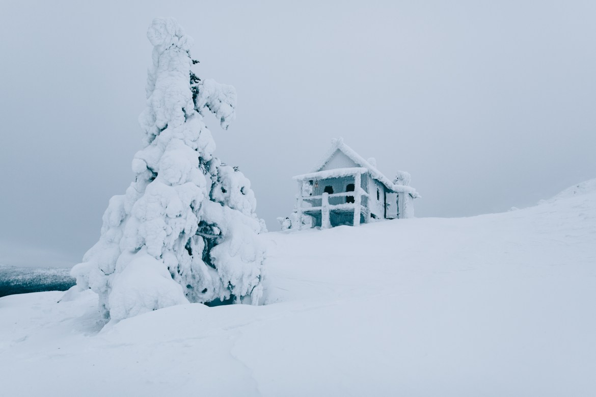 Snow-covered-home-Lapland