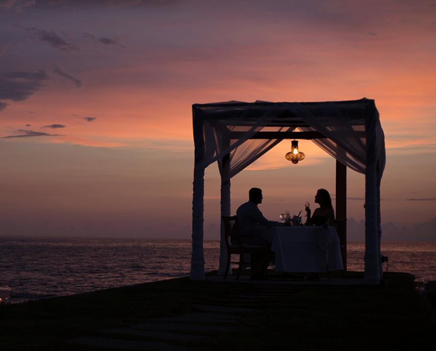 dar anillo de compromiso en la playa