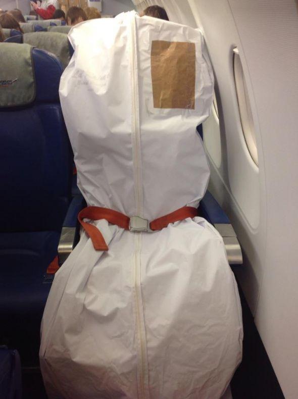 cómo viajar en avión con tu vestido de novia sin morir en el intento