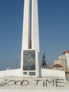 """Monumento por el centenario de Mar del Plata, regalo de los dueños de la tienda """"Los Gallegos"""", good people y el Quijote"""