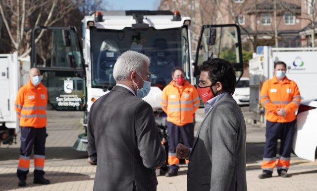 El alcalde y el vicealcalde, en la  presentación del dispositivo de limpieza en Moscatelares.