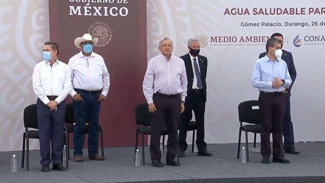 Seis hombres en acto público. Políticos. AMLO, RIQUELME, AISPURO, ZERMENO