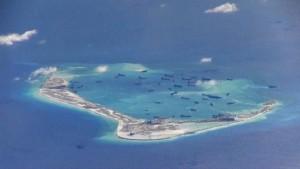 Le Récif de Subi en cours de construction en une île artificielle par la Chine, Mai 2015