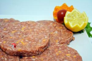 Hamburguesa pollo queso bacon y salsa barbacoa