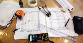 Matériel pour faire un relevé architectural et dessiner des plans d'état des lieux