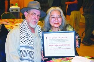 Marge y su esposo Leo, durante la entrega del reconocimiento anual por parte del Comité al Servicio de los Amigos Americanos. (Fotos cortesía de Gabriela Flora)