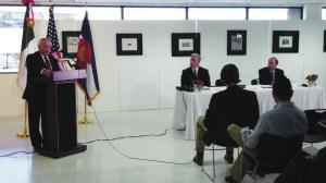 Carlos J. Bello, Cónsul General de México en Denver, durante su participación en la conferencia de prensa.