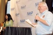 Mary Flores y Kirk Whisler dando inicio a la primer entrega de premios en la Convención Nacional de la NAHP.