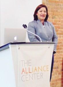 Maite Arce, Directora Ejecutiva de la Fundación Acceso Hispano reconoció el trabajo de los medios de comunicación hispanos de Colorado en materia de informar en temas relacionados con el medio ambiente y su conservación. (Fotos: LPDC/Germán González)